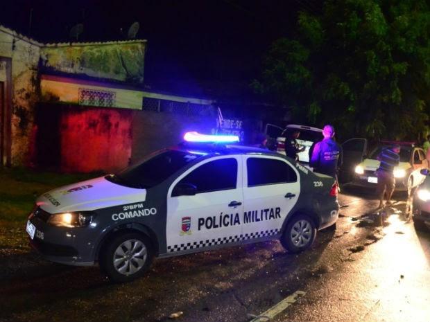 Carro só parou quando bateu em uma casa (Foto: Marcelino Neto/O Câmera)