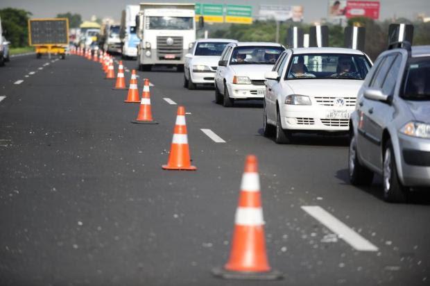 AO VIVO: Duas pistas seguem bloqueadas na freeway após explosão de caminhão Ronaldo Bernardi/Agencia RBS