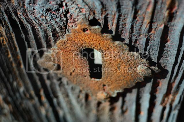 Rusty keyhole [enlarge]