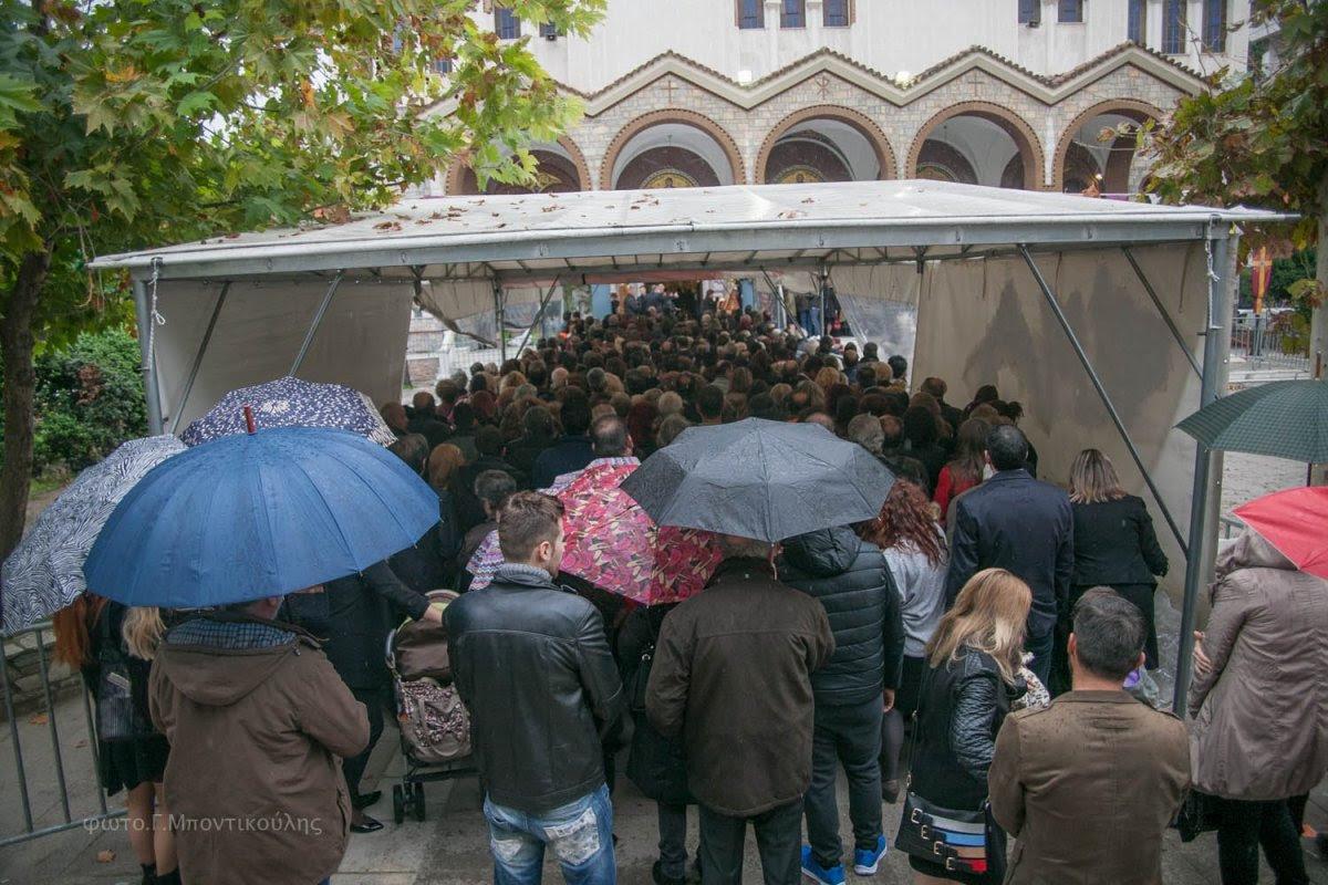 Πλήθος πιστών στον Άγιο Νικόλαο