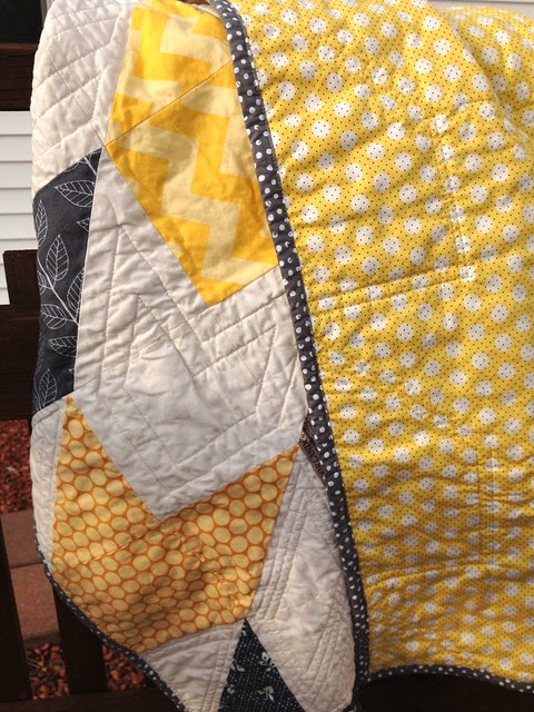 Yellow/grey, close