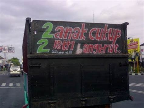 foto lucu tulisan belakang bak truk  kocak