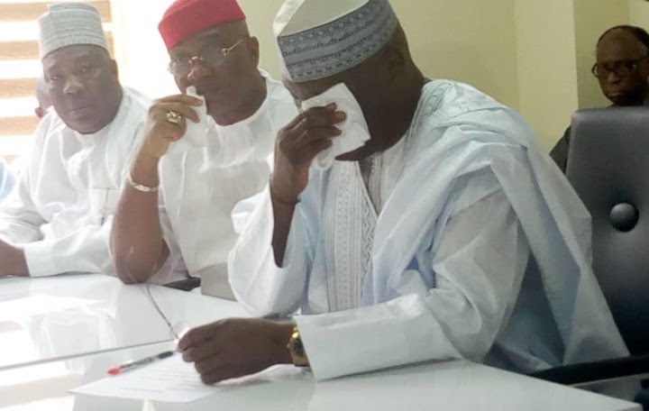 2019 Presidency : Atiku Weeps As He Obtains PDP Nomination Forms (Photo)