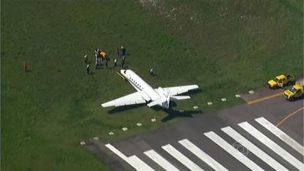 Avião derrapa na pista do Aeroporto de Jacarepaguá, no Rio  http://t.co/oZ552EI0kq #G1