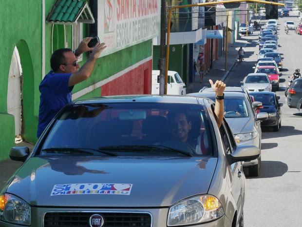 Divulgadores da empresa Telexfree saíram em carreata por ruas do Centro (Foto: Jonathan Lins/G1)