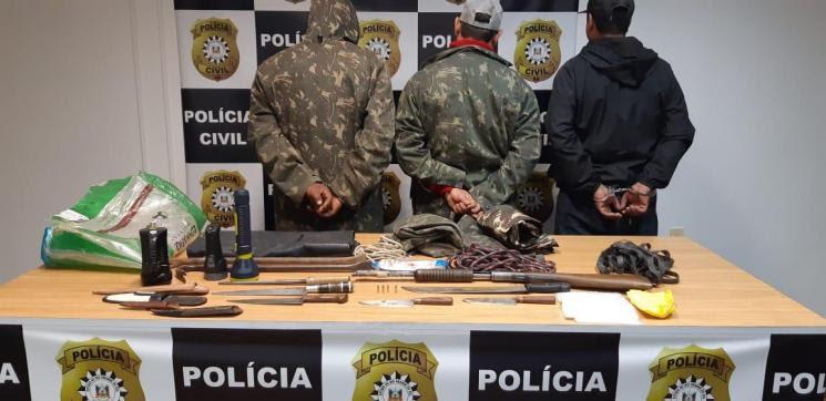 O bando, que estava numa GM / Marajó, tentou fugir, mas foram perseguidos e abordados.