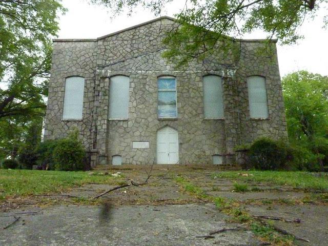 P1090861-2011-04-15-Hapeville-1st-Baptist-Church-old-stone-church-Facade