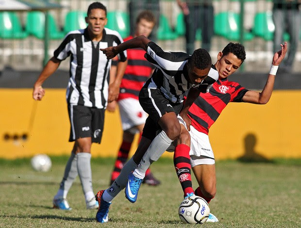 botafogo x flamengo campeonato carioca juniores    (Foto: Fernando Soutello/AGIF)