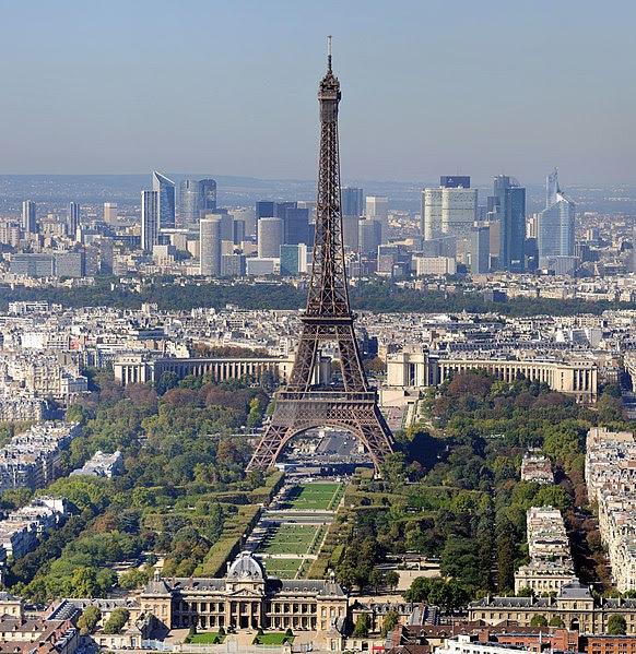 File:Paris - Eiffelturm und Marsfeld2.jpg