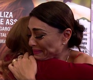 Ju Paes abraça Marina (Foto: Gshow)