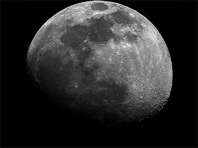 Una espectacular luna vista desde Ibi, Alicante. GONZALO CAO