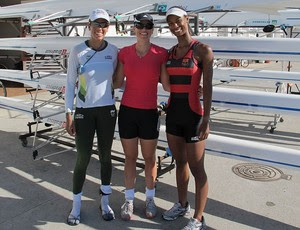 Camila Carvallho, Fabiana Beltrame  e Luana Bartholo em treino para Pré-Olímpico de remo (Foto: Lydia Gismondi / GLOBOESPORTE.COM)