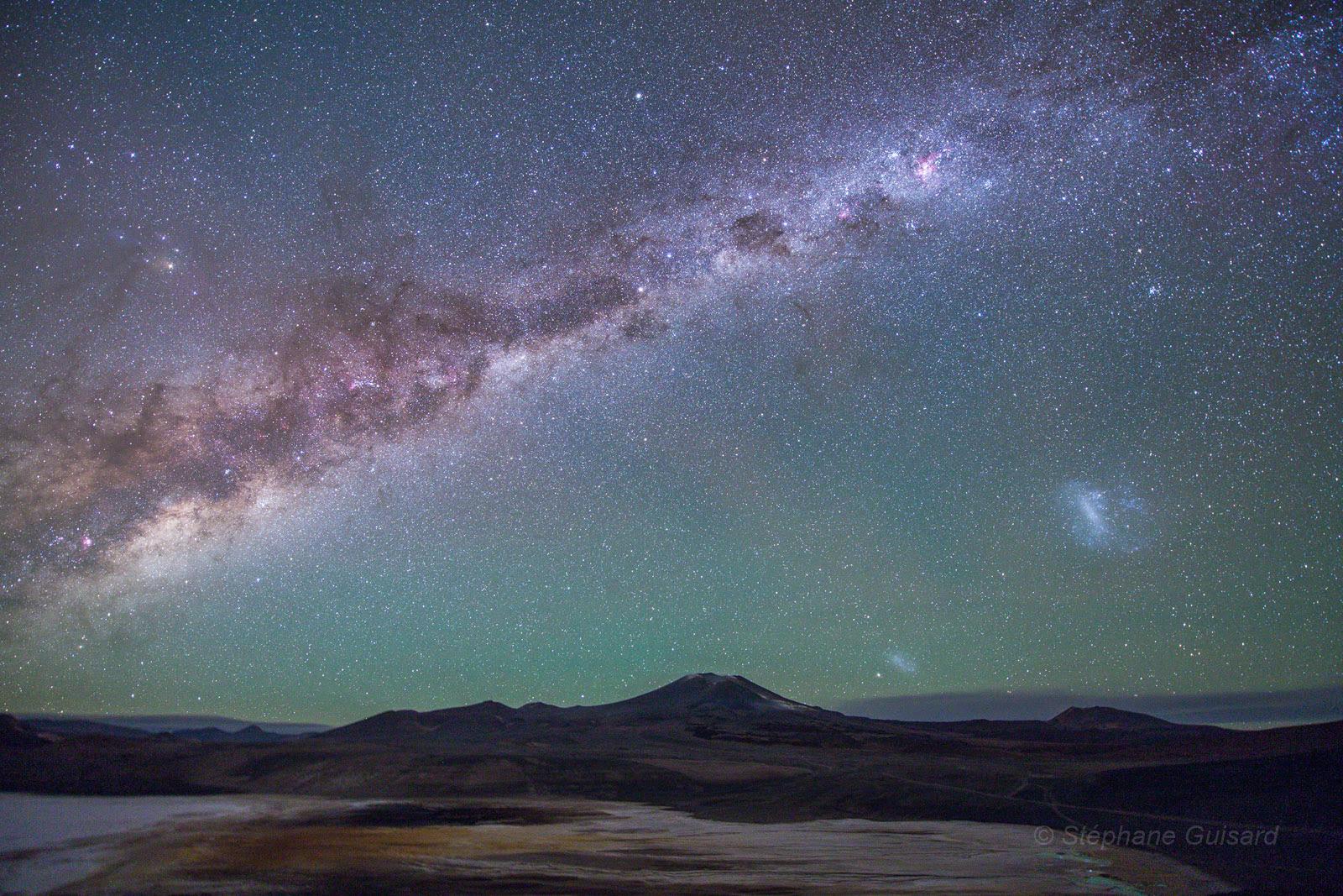 Ngân Hà trên bầu trời cao nguyên hoang mạc Atacama. Tác giả: Stéphane Guisard (Los Cielos de America, TWAN).