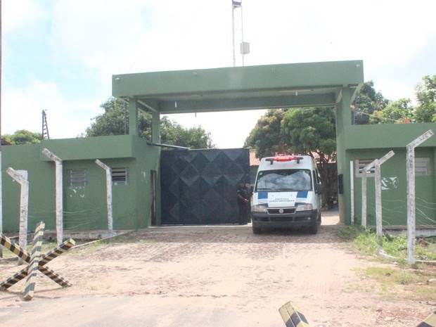 Dois presos ficaram feridos durante motim na Penitenciária Irmão Guido (Foto: Catarina Costa/G1 PI)