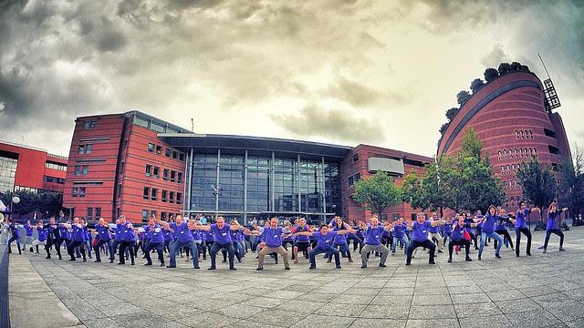 Evry Daily Photo - HA KA geant pour soutenir le projet de Grand Stade de rugby 2