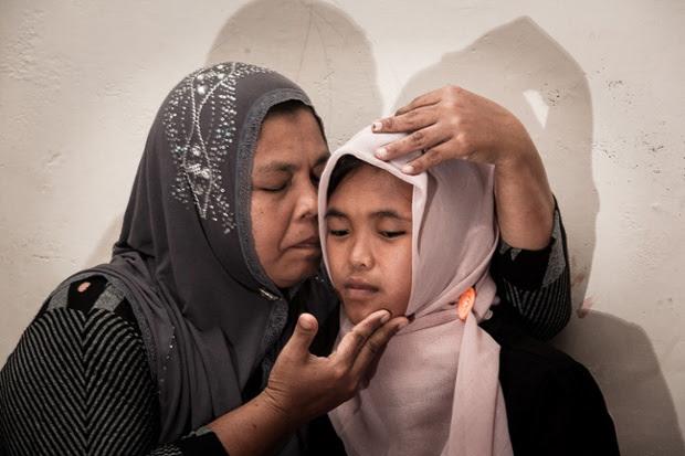 tsunami mother kiss