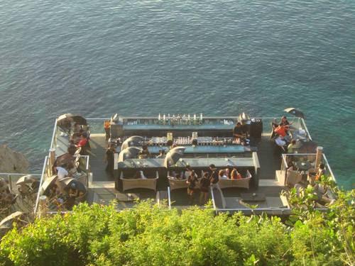 Рок барът на хотел AYANA Resort и Spa Bali