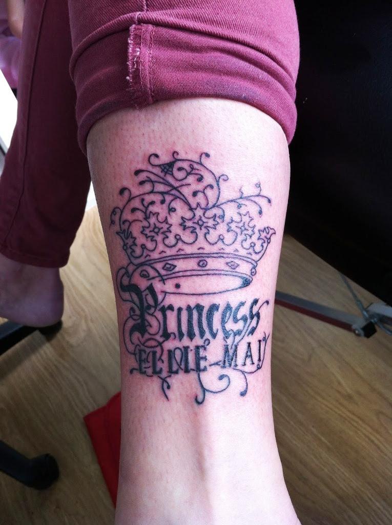 20 Small Crown Tattoos Ideas And Designs Yo Tattoo