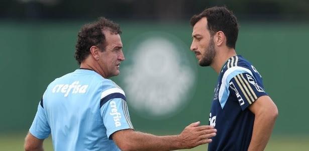 Cuca conversa com Edu Dracena, capitão do Santos em 2011
