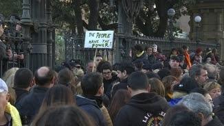 Concentració davant les portes del Parlament el 30 de gener