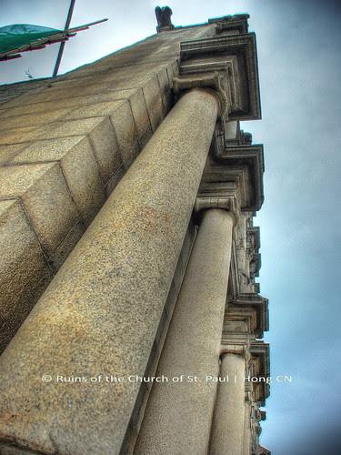 Pillars stand still