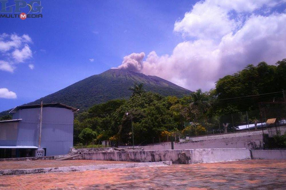 san miguel eruption gas, san miguel gas eruption, san miguel eruption gas 2017