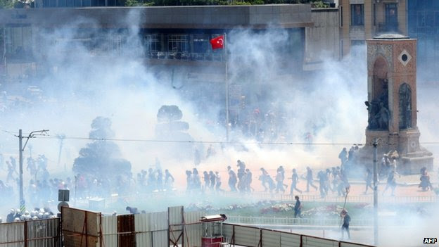 Tear gas and demonstrators in Taksim Square, Istanbul, Turkey, 31 May 2013