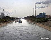 Fabbriche lungo il Fiume Azzurro