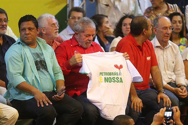 Lula ganhou camiseta em ato do qual participou o ex-presidente da Petrobras José Sergio Gabrielli