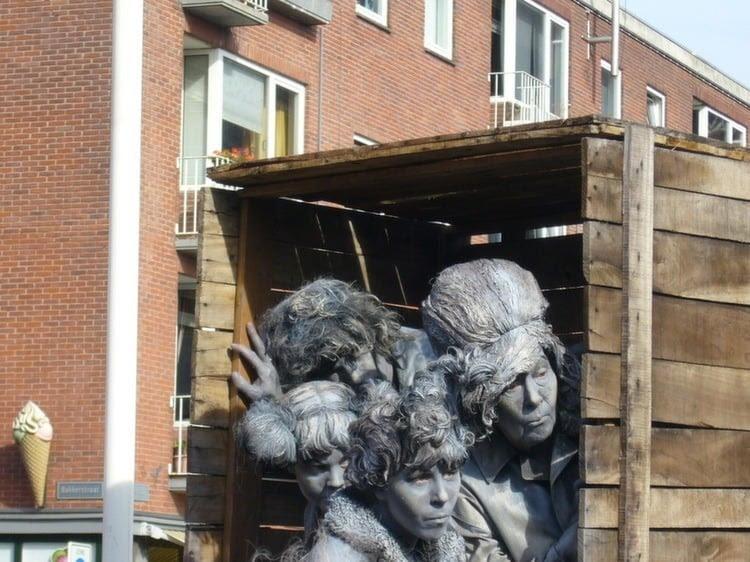 Living Statues Amazement