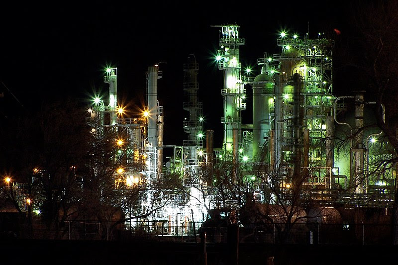 File:Oilrefinery-evansville,wy.jpg