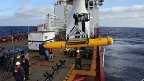 Thiết bị lặn Bluefin-21, niềm hy vọng cuối cùng để tìm thấy hộp đen của MH 370 bị vụt tắt khi nó phải trồi lên vì nước quá sâu