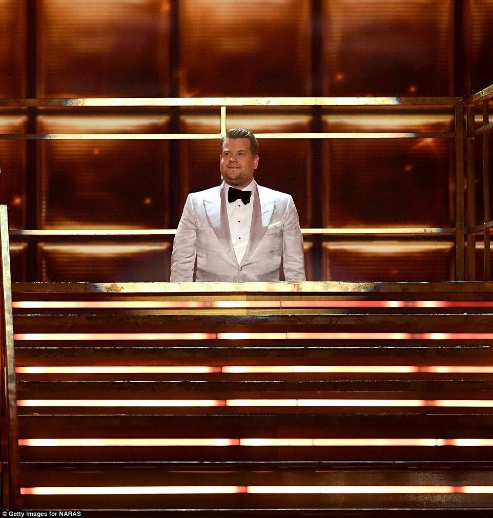 Engraçado: James Corden começou seu monólogo de abertura ficando preso no elevador