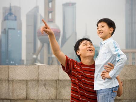 """""""Nhà mình có giàu không ạ?"""": Câu trả lời khác nhau của 2 ông bố khiến cuộc đời con cái rẽ theo 2 hướng trái ngược - Ảnh 2."""