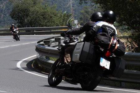 Motoristas en la carretera de Tossa a Lloret de Mar.