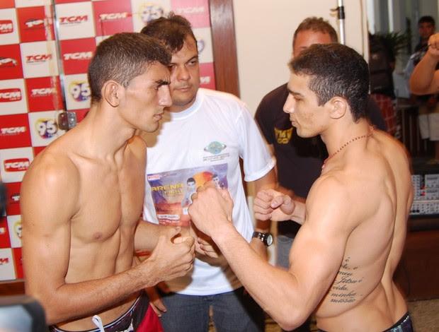 """Leandro """"Pitbull"""" Higo (direita) e Antonio """"Pedreira"""" Rodrigues fazem luta principal (Foto: Divulgação/João Carlos)"""