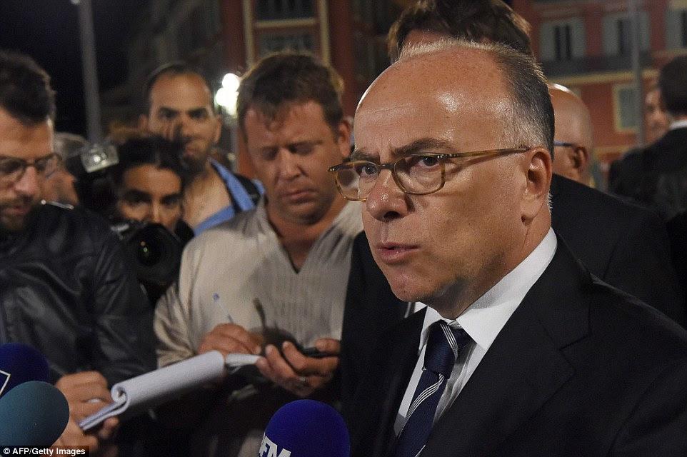 Ministro do Interior francês Bernard Cazeneuve falou aos jornalistas esta manhã que o número de mortos continua a subir