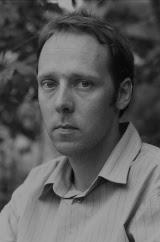 Foto: Tom Sandberg. Last ned høyoppløselig forfatterportrett