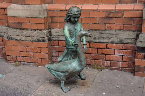 'Alec the Goose And Friend' - A sculpture by Gordon Muir, outside St George's Market (Belfast) by infomatique