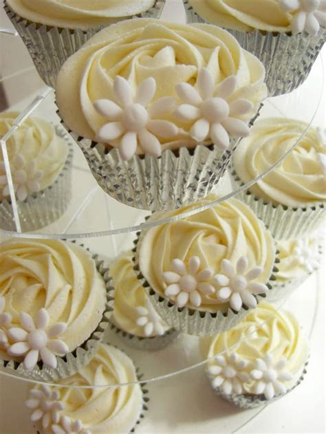 vintage wedding cupcakes   white daisy cupcakes, yellow