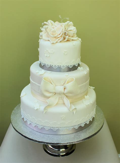 Modern Cake Trends: Lace Wedding Cakes   Baytree Wedding