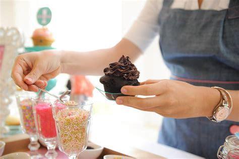 Wedding Cupcake Bar   Wedding Fanatic