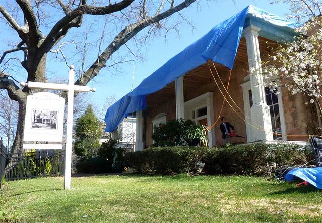 P1080497-2011-03-12-Phoenix-Flies-Grant-Mansion-Porch