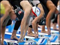 Nadadoras en plena salida
