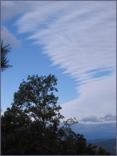 71 zigzag clouds sky
