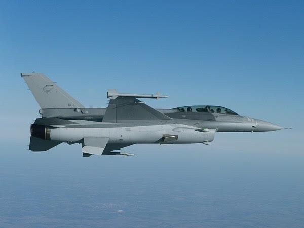 F-16D-52 Singapur (Imagen: defenceindustrydaily.com)
