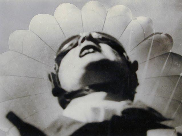 Ruge [Mystère #11] Willi Ruge saute en parachute  photo mystere bonus
