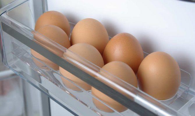 Αν βάζετε κι εσείς τα αυγά στο ψυγείο, πρέπει να το διαβάσετε!