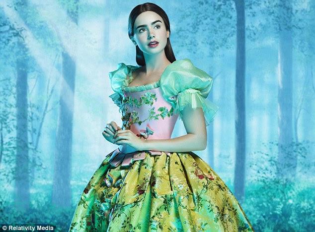 Papel do conto de fadas: Lily Collins assume o papel de Branca de Neve oposto Roberts em nova adaptação