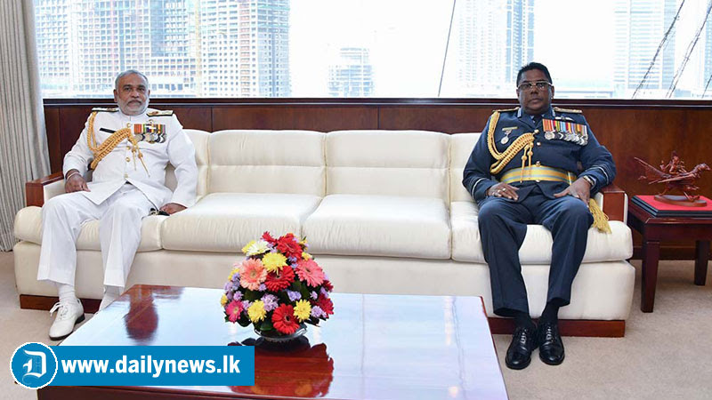 Outgoing Navy Commander Visits Air Force Headquarters